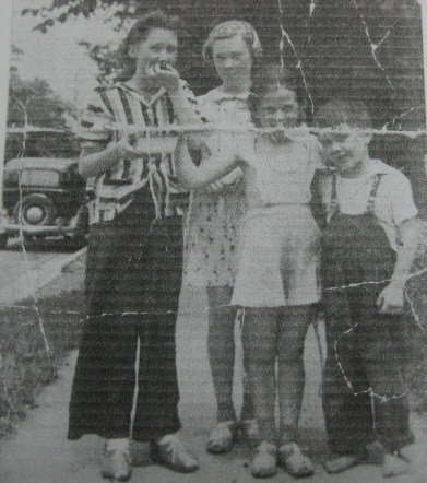Mary, Joanne, Sue, and Bob in 1941